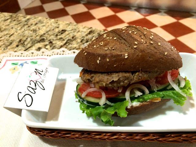 hamburguesa con pimientos morrones