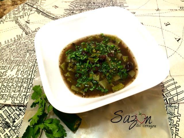 sopa de nopal con frijol