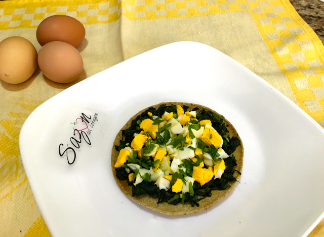 Tostada de espinacas con huevo