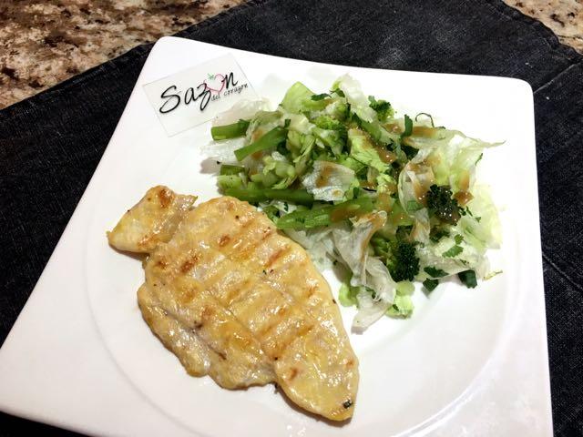 pollo-con-ensalada-verde